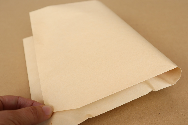 封筒に入れて余った部分は中身に合わせて折りたたみテープで止める