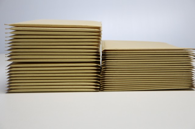 クッション封筒の厚みを抑えたい!薄いスリムタイプのご紹介