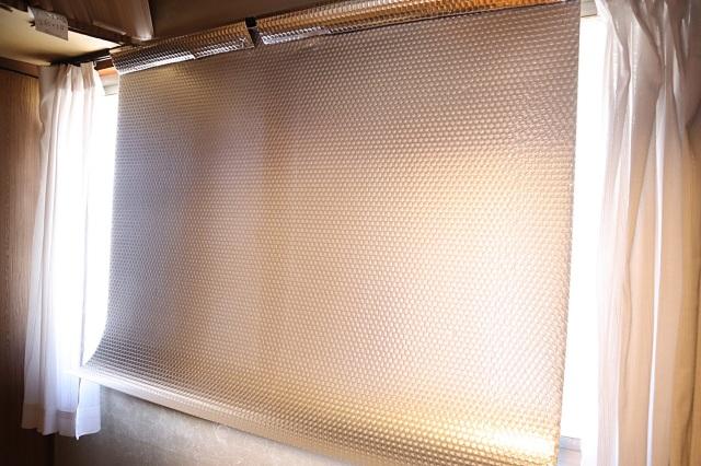 アルミのプチプチを窓に吊して断熱・暑さ対策!